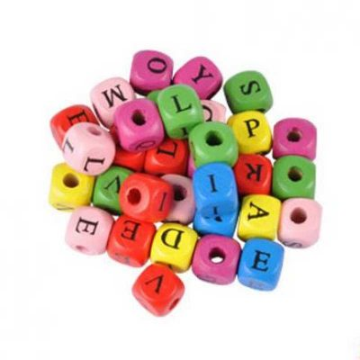 Lot 500 perles alphabet multicolore bois 10 mm x 10 mm