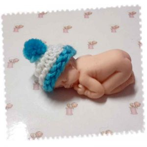 bonnet miniature bébé fimo turquoise blanc
