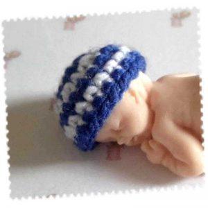 Bonnet miniature rayé bleu et blanc