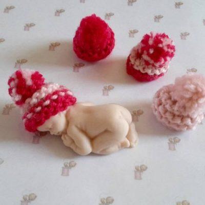 4 bonnets miniatures pour bébé fimo rose et fuchsia
