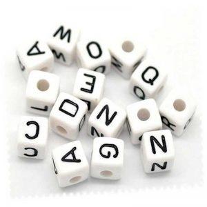 Perles carrées alphabet blanc 10 mm (2 alphabets complets garantis)