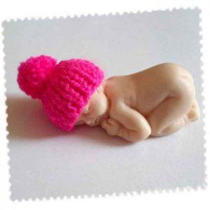 bonnet bébé fimo fuchsia pompom