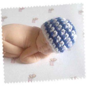 Bonnet pour le grand bébé fait main au crochet rayé bleu/blanc